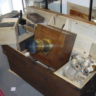 Chambre collodion dans son coffre laboratoire