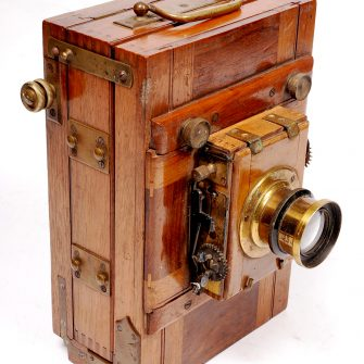 Small wooden tailboard camera