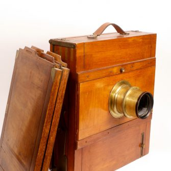 Folding Wooden Tailboard Camera 30 x 40 cm.
