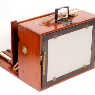 Attractive 13x18cm Hermagis Wood and Brass Camera