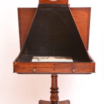 Chambre claire avec sa table dessin pliable antiq photo for Chambre claire berville