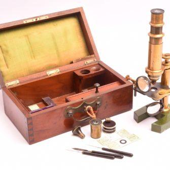 Microscope de la maison de l'ingénieur Chevallier opticien