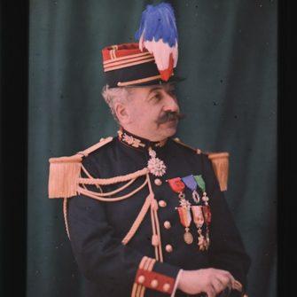Autochrome Auguste Lumière en uniforme.