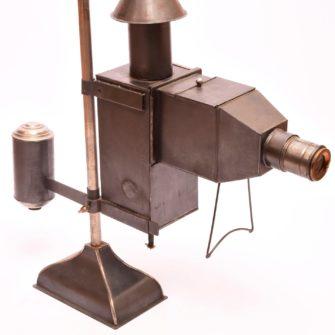 Lanterne de projection à contrepoids
