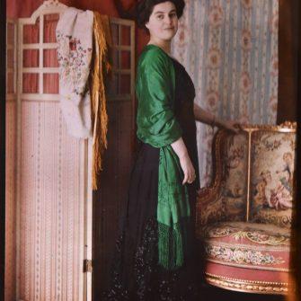Autochrome 13×18 cm, femme posant