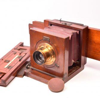J. Billcliff Chambre photographique avec châssis multiplicateurs.