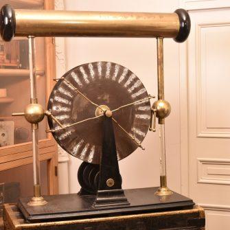 Machine électrostatique de Wimshurst à quatre plateaux
