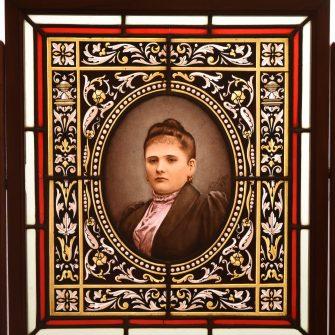 Portrait sur vitrail par A. Delloux Maitre Verrier à Reims