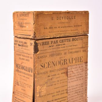 Rare boite pour plaques préparées au collodion sec pour Le Scénographe