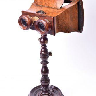 Stéréoscope sur pied en bois tourné