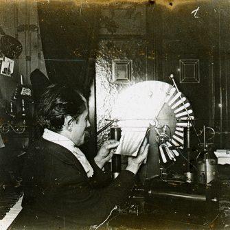 Une radio de la main (stéréogramme 6×13)