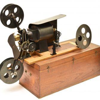 Projecteur 35 mm « le Cinéo » d'Émile Laval
