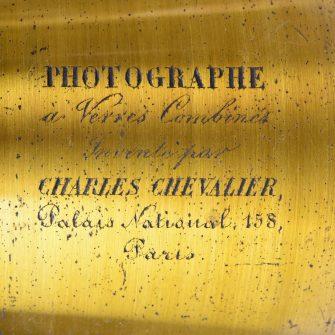 Photographe à verres combinés Charles Chevalier, au 158 Palais National !