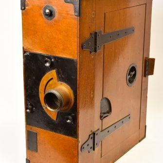 Moy et Bastie. Caméra cinématographique 35 mm