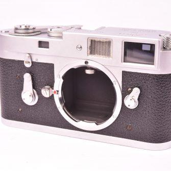 Appareil photo à télémètre Leica M2.