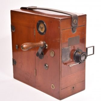 Cine Caméra 35 mm Alfred Darling vendue par les établissements Guilbert.