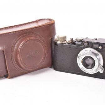 Appareil photo Leica II noir avec objectif Elmar f/3.5 – 50mm et étui.