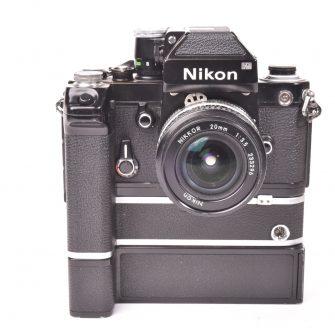 Nikon F2 noir avec Nikkor 20mm f3.5, MD-2 et MB-1