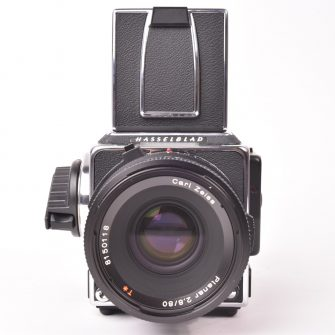 Kit Standard 11099 Hasselblad 202FA Chrome avec objectif Planar FE f/2.8-80mm.