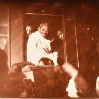 Vue stéréoscopique historique, Gandhi à Paris, 1932