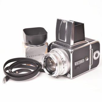 Appareil photo Hasselblad 500 C #UV119920, Planar f/2.8 – 80mm.