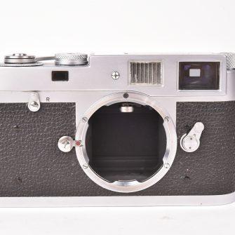 Leica M2.